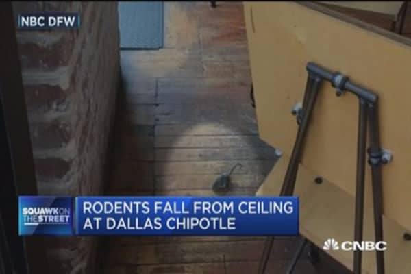 Rodents fall from ceiling at Dallas Chipotle