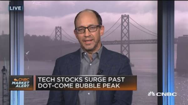 Dick Costolo: Juxtapostition between hyper-scale companies and struggling new ones