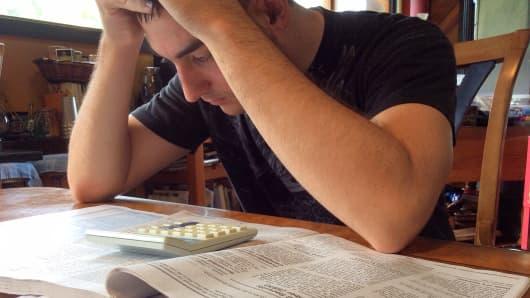 A man fills out a U.S. 1040 tax form.