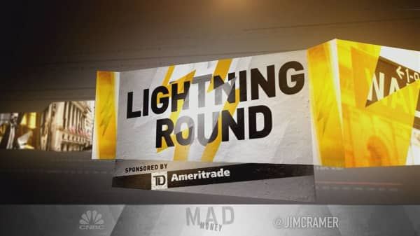 Cramer's lightning round: Owning this software stock is a high-quality problem