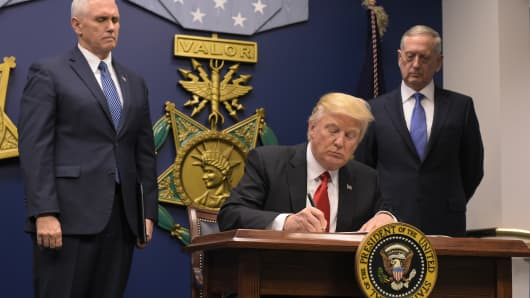 President Donald Trump signs an executive order alongside US Defense Secretary James Mattis and US Vice President Muike Pence on January 27, 2017, at the Pentagon in Washington, DC.