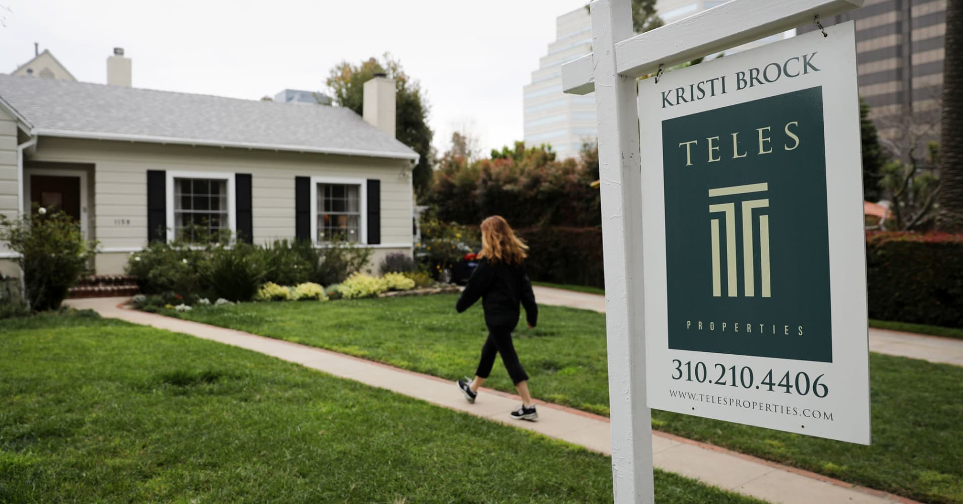 Mortgage applications pull back 2.7% as rates turn higher again