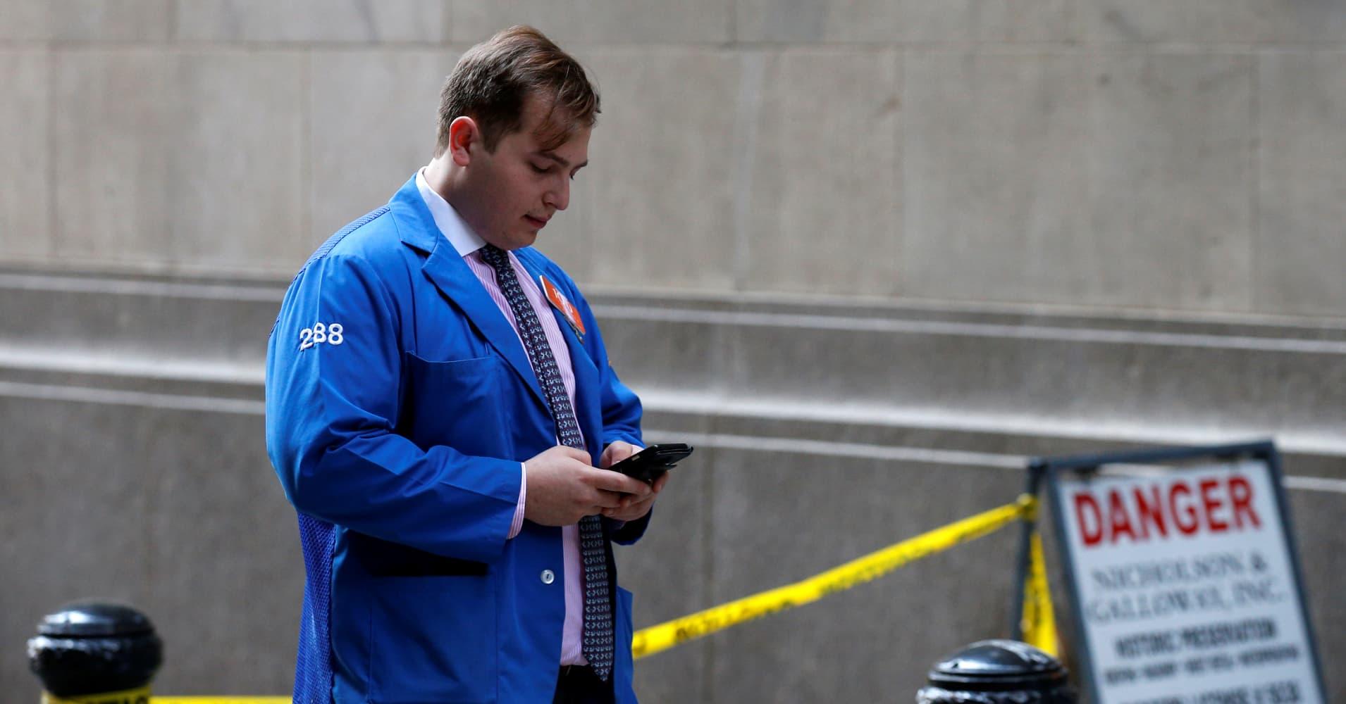 A 10 to 30 percent market drop could hit Wall Street, David Tice warns