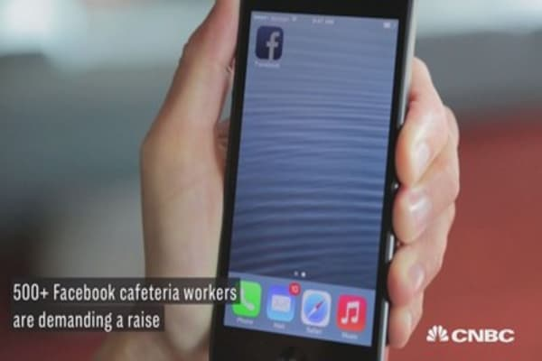 Hundreds of Facebook cafeteria workers are demanding a raise