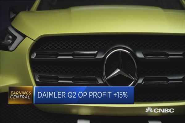 Daimler lifts outlook for trucks and vans divisions