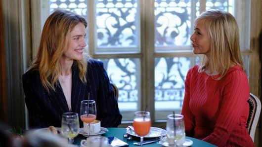 "Natalia Vodianova (left) speaks to CNBC's Tania Bryer over breakfast at Cafe Pushkin, Moscow, during the filming of ""Trailblazers"""