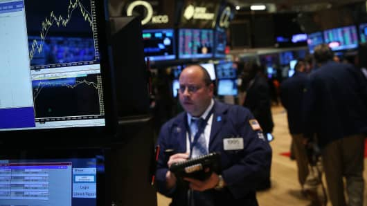 Traders work on the floor of the New York Stock Exchange on January 31, 2014 in New York City.