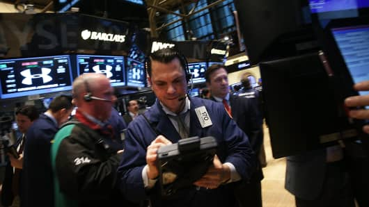 Traders work on the floor of the New York Stock Exchange on January 31, 2014 in New York City