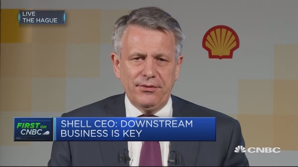 Shell CEO on electric cars: Electric mobility has to happen 'fast'