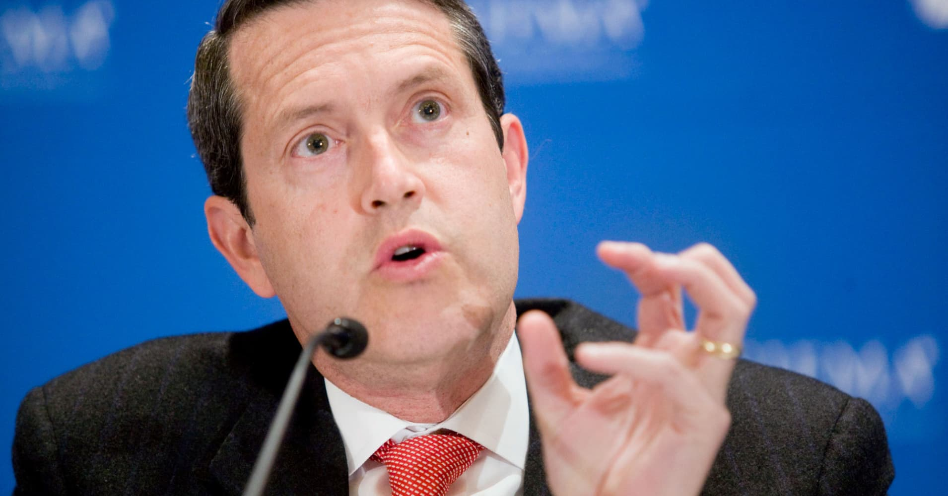 Fed's Quarles pushes for gradual rate hikes, review of crisis-era bank regulations
