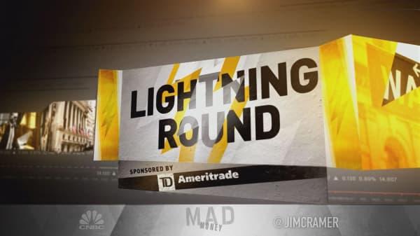 Cramer's lightning round: This bank's dividend makes me nervous