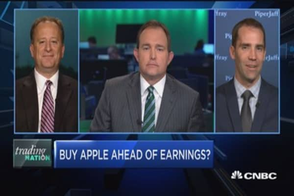 Trading Nation: Buy Apple ahead of earnings?