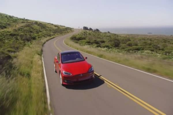 Tesla delivers the first Model 3s
