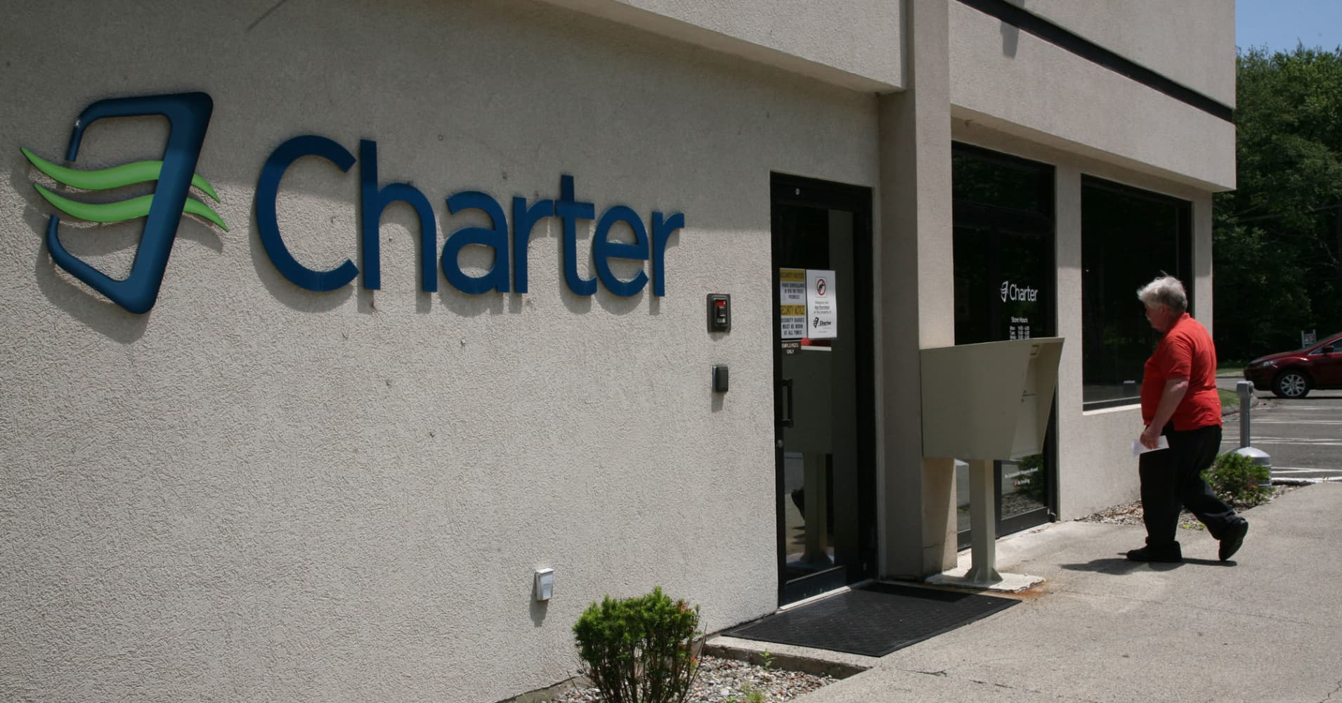 Altice weighing bid for Charter Communications