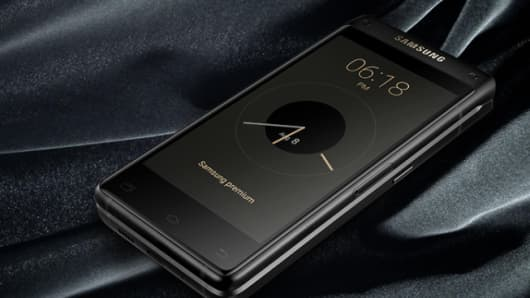Samsung Leader 8 flip phone.