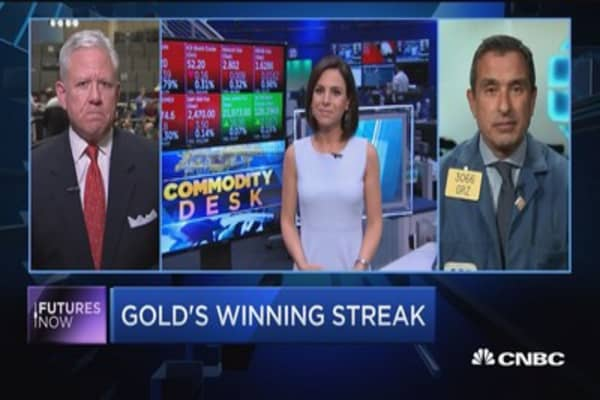 Gold near 7-week highs