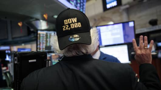 A trader wears a 'Dow 22,000' themed hat on the floor of the New York Stock Exchange (NYSE) ahead of the closing bell, August 2, 2017 in New York City.