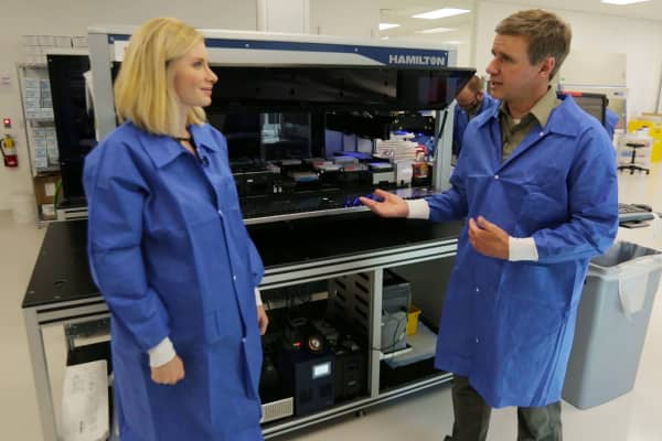 CNBC's Christina Farr speaks with Karius Chief Scientific Officer, Tim Blauwkamp, on Aug. 1, 2017 in the company's Silicon Valley lab.