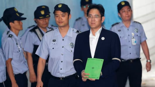 Lee Jae-yong (front R), vice chairman of Samsung Electronics Co., arrives for his trial at the Seoul Central District Court in Seoul on August 7, 2017. South Korean prosecutors on August 7 demanded the heir to the Samsung empire be jailed for 12 years over his role in the corruption scandal that brought down the country's last president.