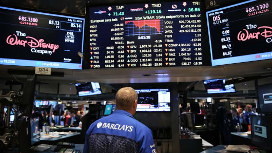 Traders work on the floor of the New York Stock Exchange (NYSE) on July 17, 2014 in New York City.