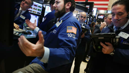 U.S.  stocks close lower, snapping Dow's 10-day winning streak