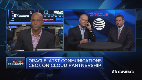 Oracle, AT&T communications CEOs on IT jobs