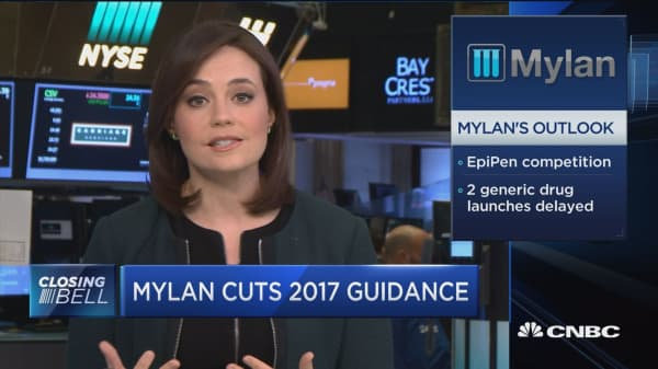 Mylan to defer 2 major U.S. drug launches to 2018