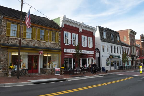 To spark new business creation and growth, many tourist cities, such as Leesburg, Virginia, are launching formal economic development programs.