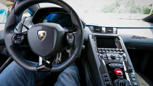 Lamborghini\'s new Aventador S — ultimate rolling theater