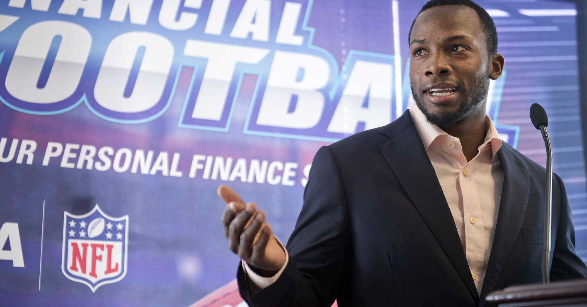 NFL player who lives on $60,000 a year says this book changed his mindset about money