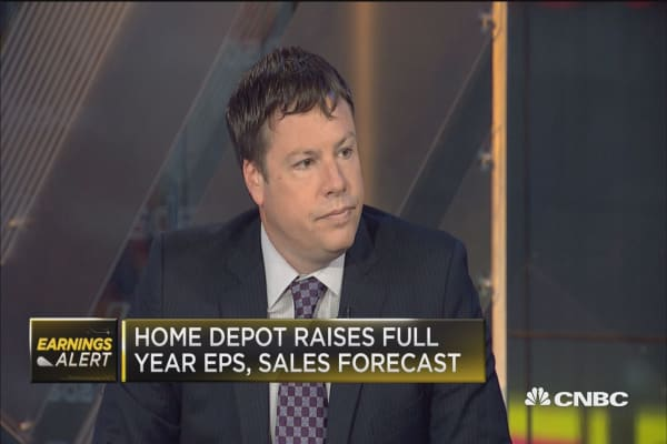 Home Depot beats Street, raises guidance for full year
