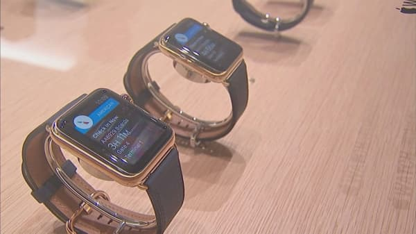 The coming Apple Watch won't need to be linked to an iPhone to make calls or stream music