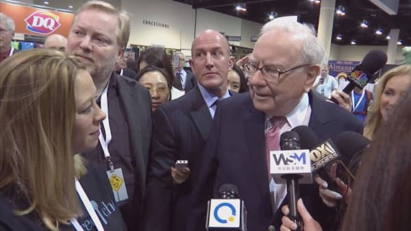 Buffett's Berkshire dumps GE but bets further on banking sector