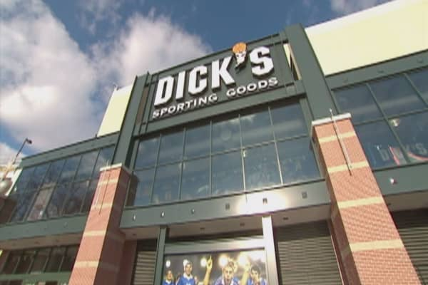 Dick's Sporting Goods shares crater on disappointing sales, poor outlook for 2017