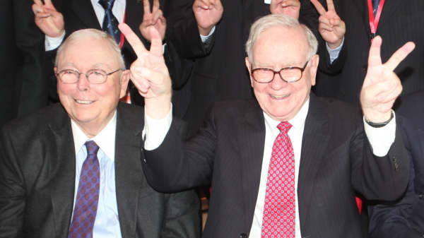 Buffett's partner Charlie Munger shares his advice for living a rich life