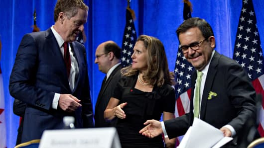 Chrystia Freeland, Canada's minister of foreign affairs, center, talks to Bob Lighthizer, U.S. trade representative, next to Ildefonso Guajardo Villarreal, secretary of economy for Mexico, right, after opening statements during the first round of North American Free Trade Agreement (NAFTA) renegotiations in Washington, D.C., U.S., on Wednesday, Aug. 16, 2017.