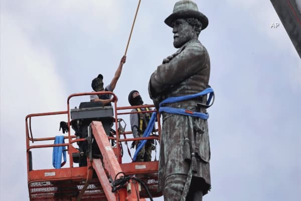 Baltimore removes Confederate statues in overnight operation