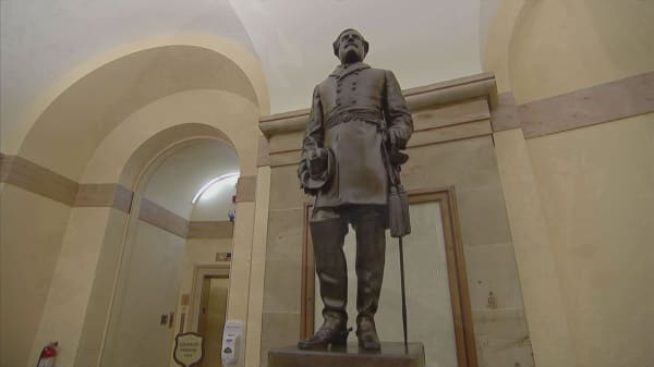 Trump denounces removal of 'beautiful' Confederate statues