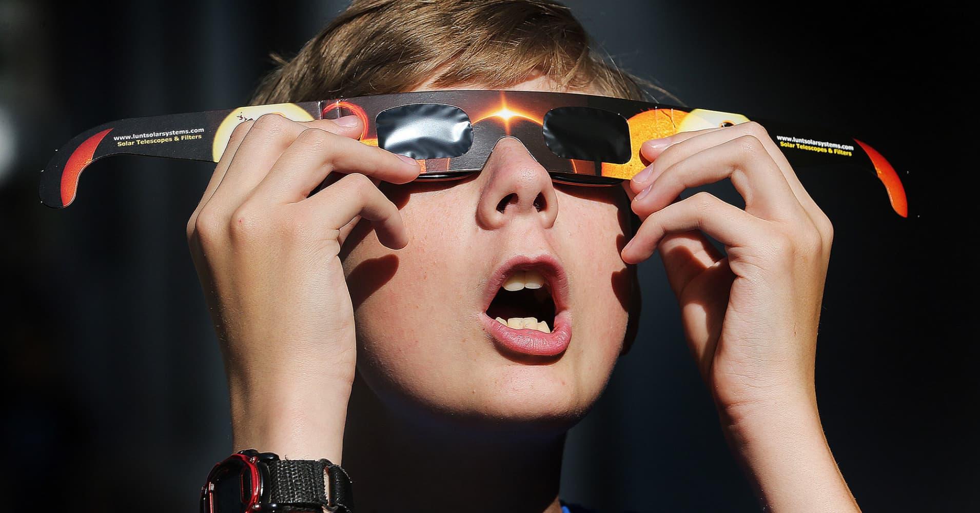 nike shoes photos 2017 eclipse glasses nasa 919937