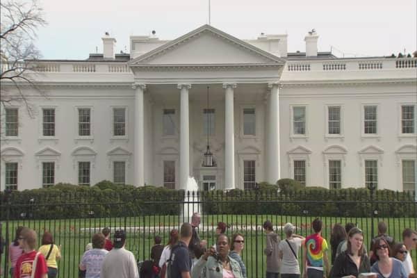 White House arts panel members resign