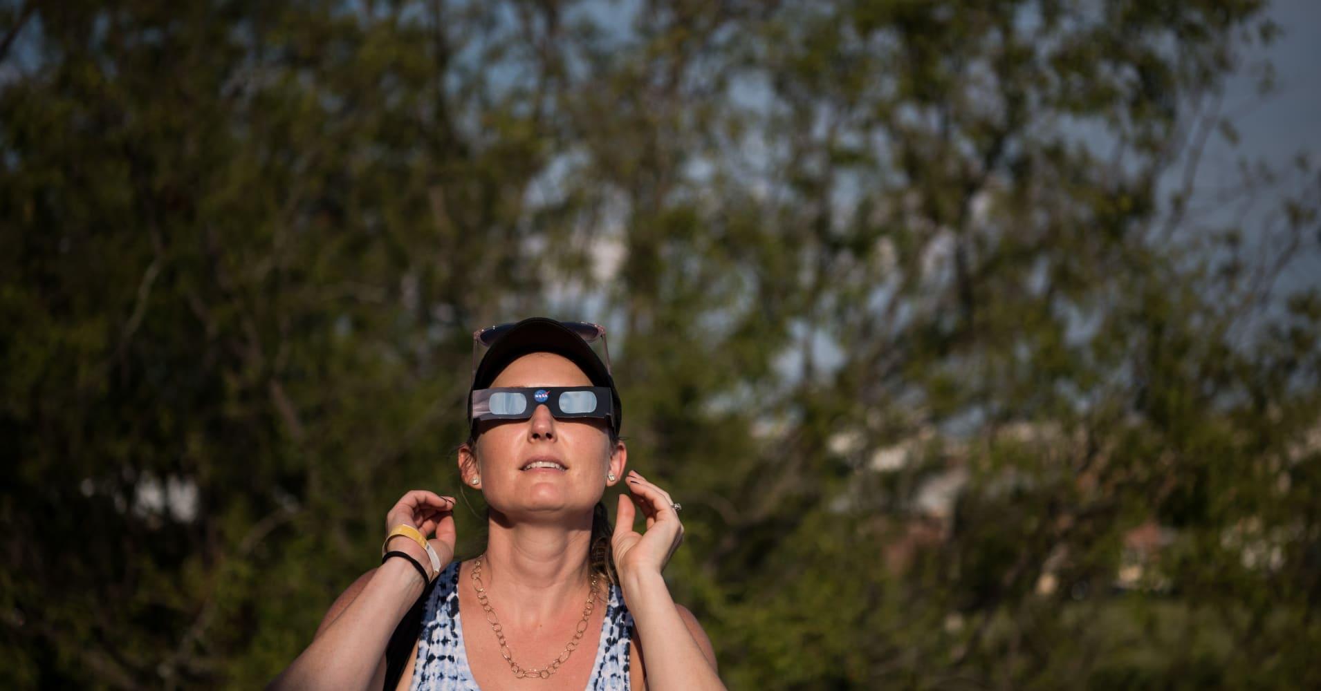 Millions converge across US to see sun go dark