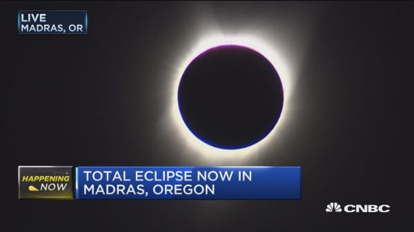 Solar eclipse reaches totality in Oregon