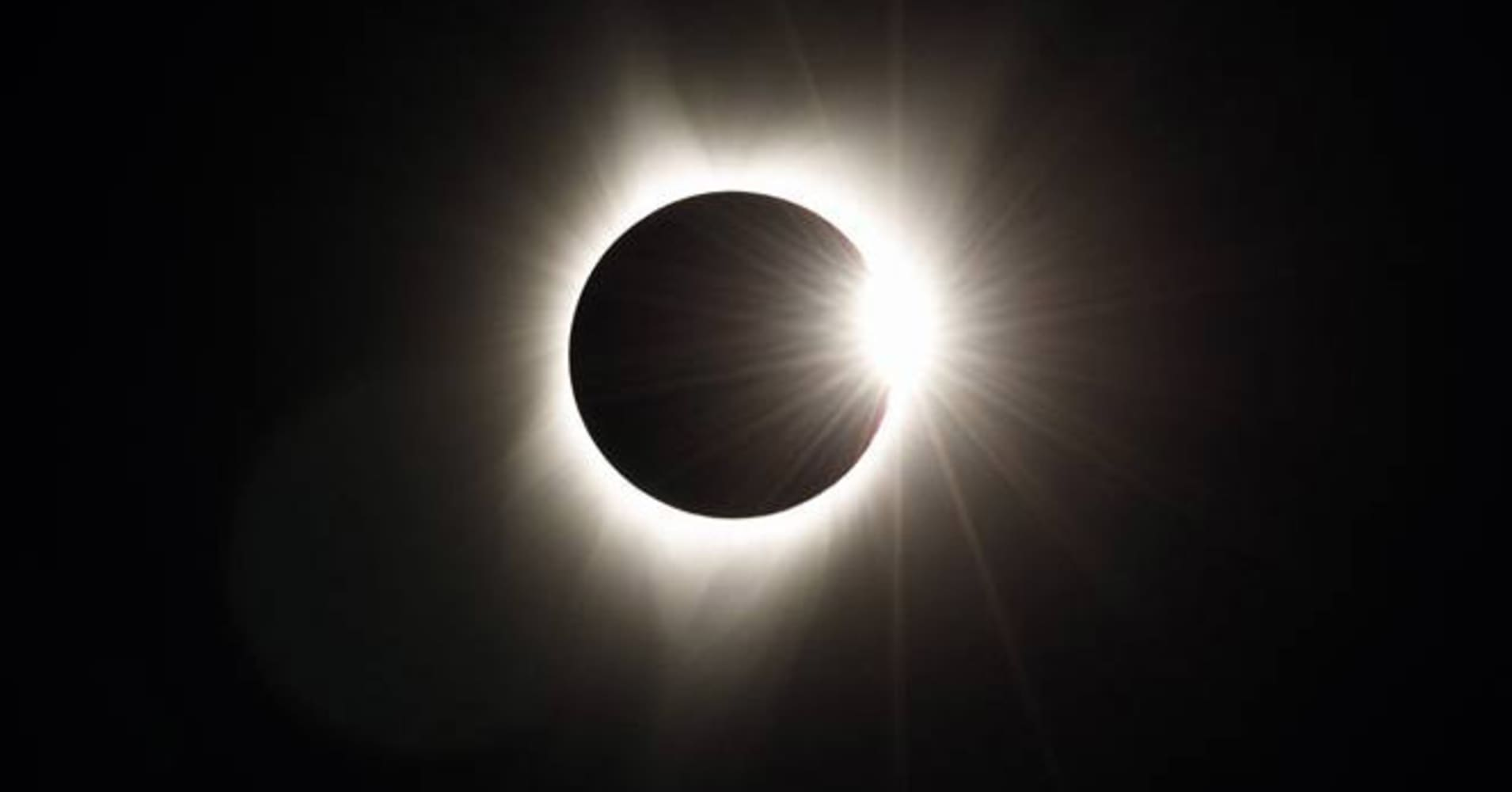 The total eclipse photos taken from atop Facebook's Oregon data center.