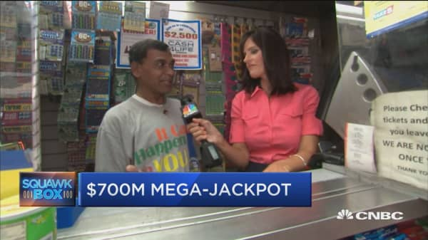 Powerball fever spreads as jackpot hits $700 million