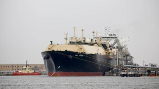 LNG carrier ship sits docked at a terminal in Sabine Pass, Texas, U.S., on Monday, Feb. 22, 2016. The first tanker that will ship liquefied natural gas from Cheniere Energy Inc.'s Sabine Pass terminal in Louisiana has arrived, signaling the imminent start of exports as a result of the U.S. shale boom.
