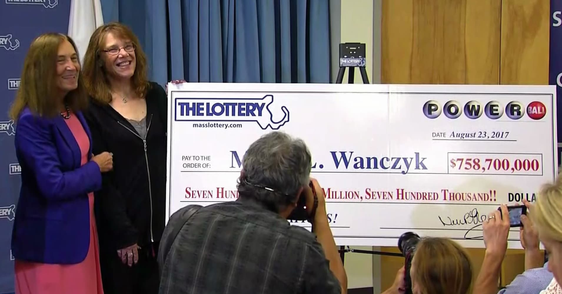 Hospital worker claims record $758.7 million Powerball. Here's her estimated tax bill