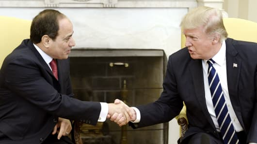 U.S. President Donald Trump (R) shakes hands with Egyptian President Abdel Fattah Al Sisi in the Oval Office of White House in Washington, DC, April 3, 2017.