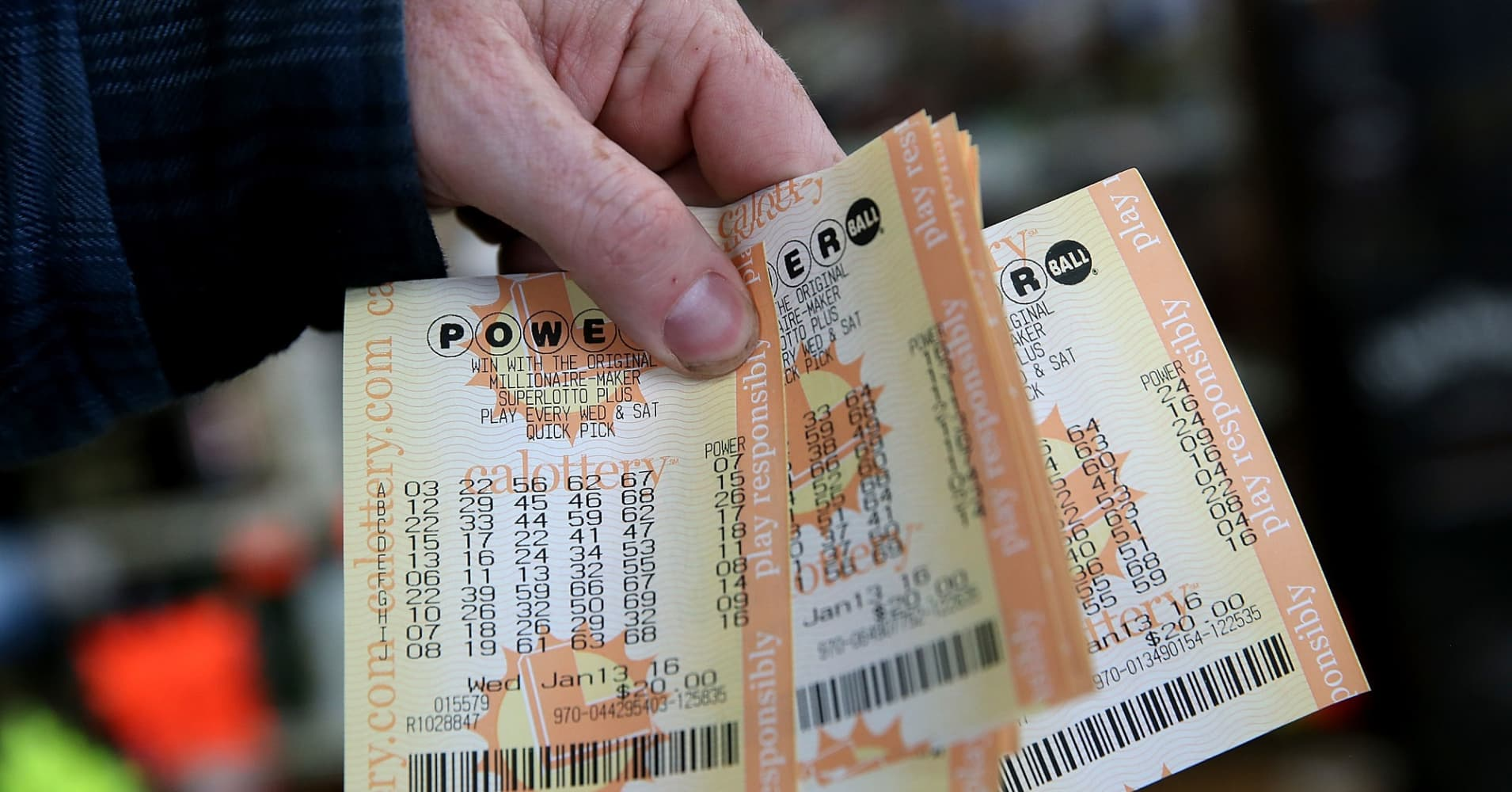 Here's the tax bill on the $1 billion weekend Powerball and Mega Millions jackpot wins