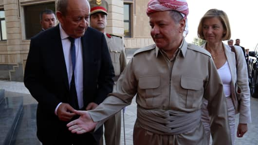 Iraq's Kurdistan region president Massud Barzani (C) welcomes French Foreign Affairs Minister Jean-Yves Le Drian (L) and French Defence Minister Florence Parly