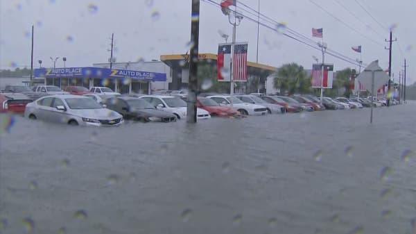 Hurricane Harvey slams auto industry
